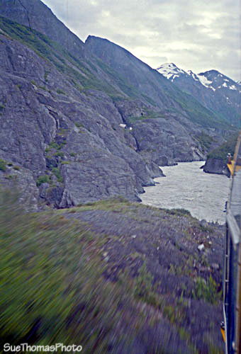 Heli-portage through Turnback Canyon, Alsek River